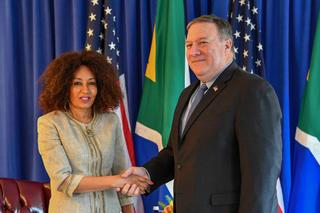 Lindiwe Sisulu with Mike Pompeo in New York, 2018